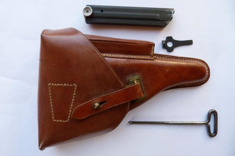 Les étuis et accessoires des pistolets Luger portugais, de 1906 à 1942. 00914