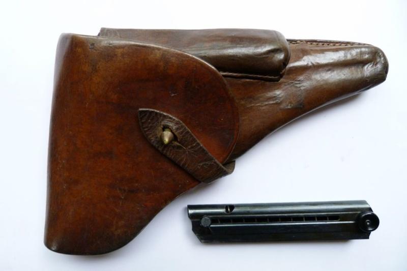 Les étuis et accessoires des Luger bulgares, de 1900 à 1943.  01016