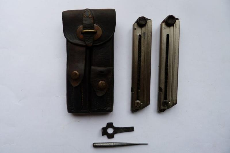 Les étuis et accessoires des Luger hollandais. Holste52