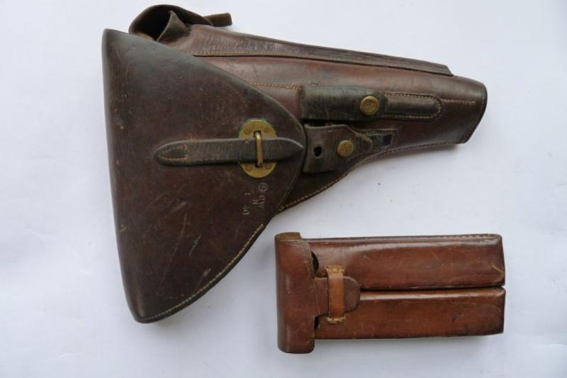 Les étuis et accessoires des Luger hollandais. Holste53