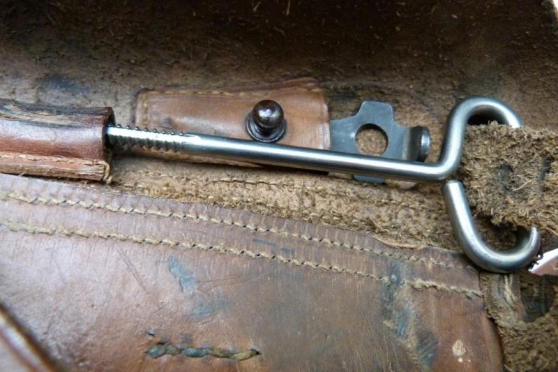 Les étuis et accessoires des Luger hollandais. Holste59