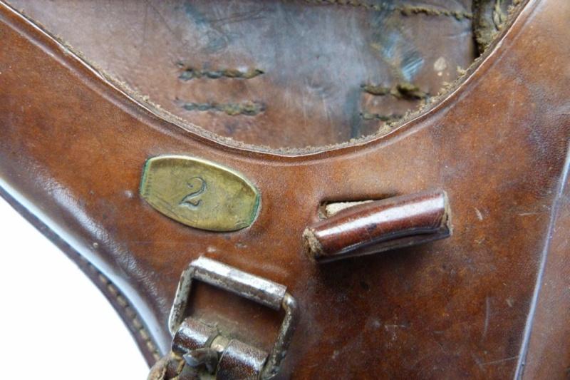 Les étuis et accessoires des Luger hollandais. Holste60