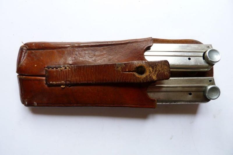 L'étui et les accessoires du Luger perse, modèle dit d'artillerie. Holste72