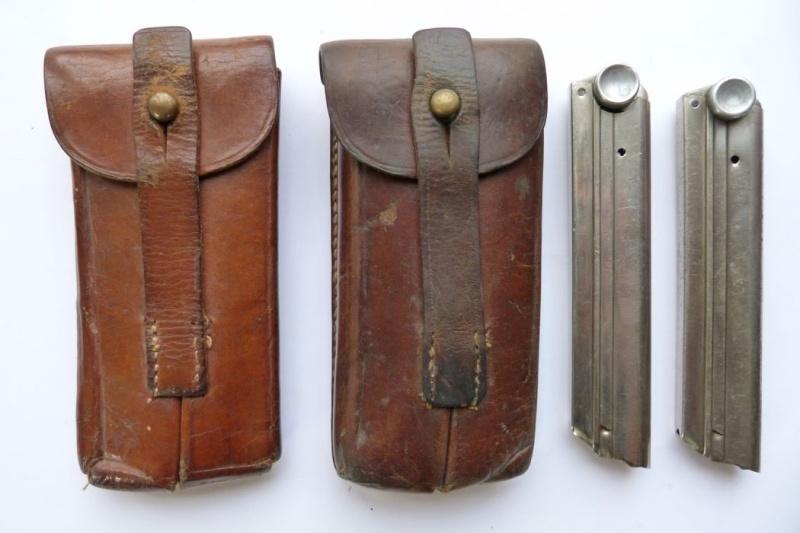 Les pochettes pour loger les chargeurs de rechange de Luger. Pouch_21