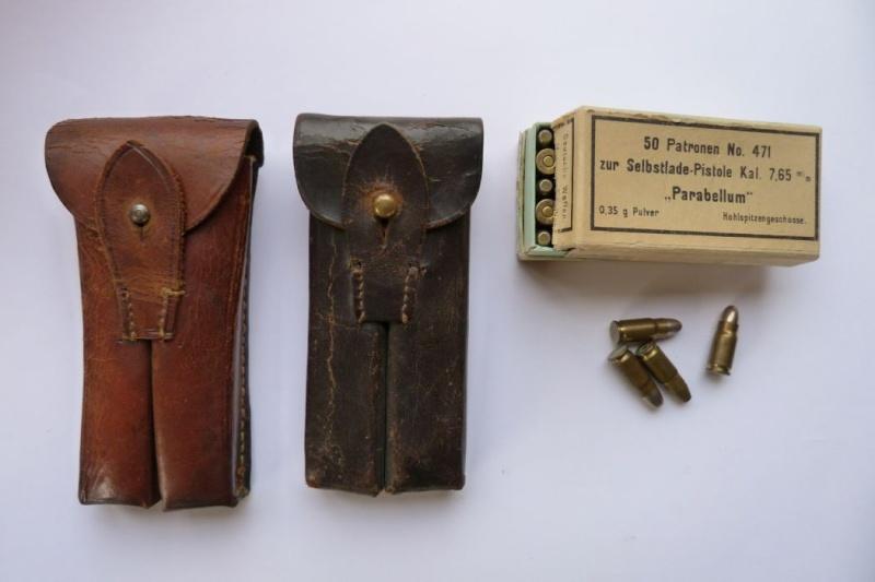 Les pochettes pour loger les chargeurs de rechange de Luger. Pouch_26