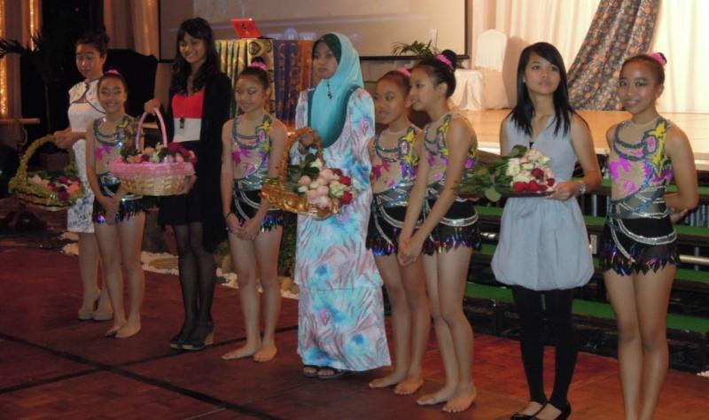 Unity In Diversity Through KSH JPS Sabah Dinner 2012 - Page 5 2118