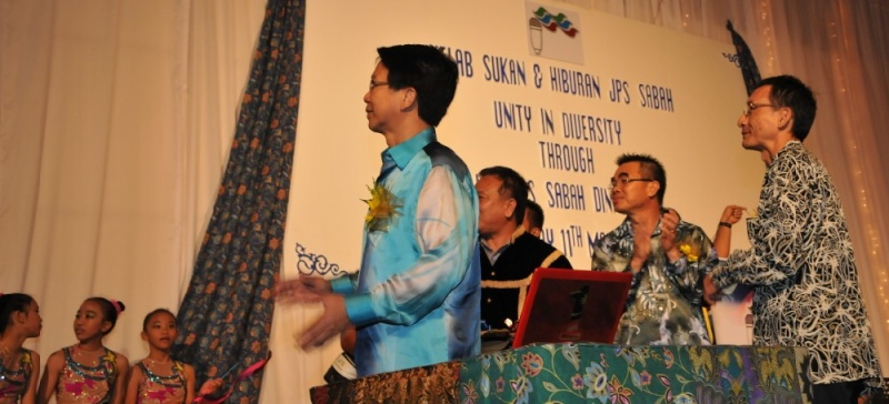 Unity In Diversity Through KSH JPS Sabah Dinner 2012 - Page 4 2415