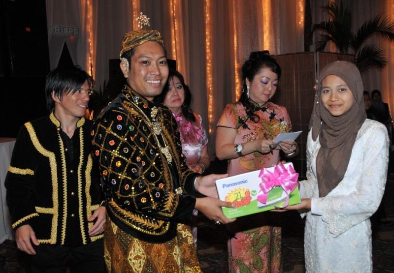 Unity In Diversity Through KSH JPS Sabah Dinner 2012 - Page 5 3014
