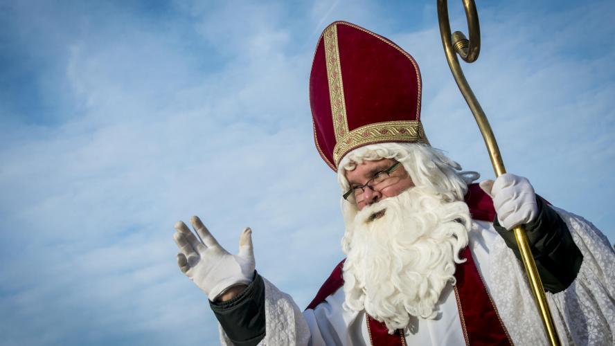 Belgique : au nom de la « mixité sociale » plus de croix sur la mitre de saint Nicolas !!! B9713910