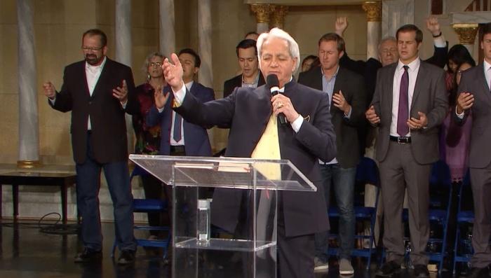 Benny Hinn rejette la « folle » doctrine de la prospérité (enfin !) : « L'Évangile n'est pas à vendre ! » Downlo10