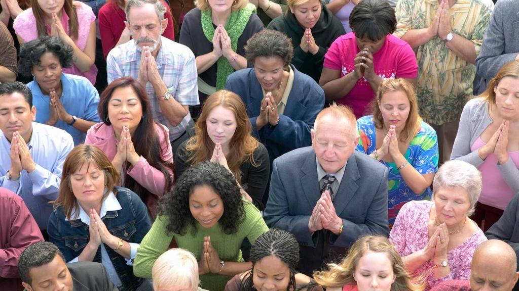 Comment Dieu peut-il entendre des millions de prières qui Lui sont adressées en même temps ? Peope_10