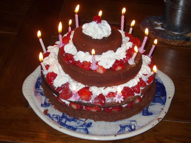 Joyeux anniversaire  kiki20  Gateau10