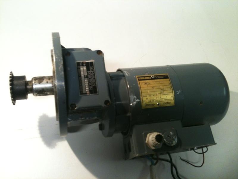 Besoin d'aide pour un motoréducteur 220/380 Img_1810