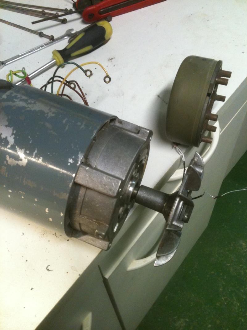 Besoin d'aide pour un motoréducteur 220/380 Img_1818