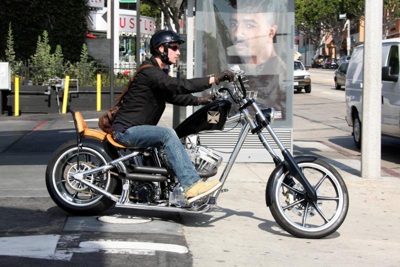 Ils ont posé avec une Harley - Page 6 Bike10