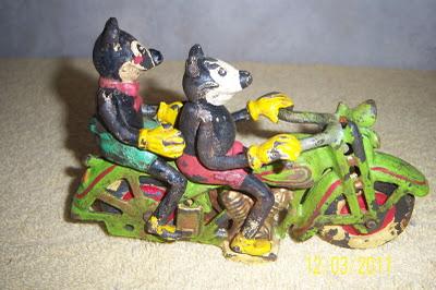 Jouets, jeux anciens et miniatures sur le monde Biker Mickey10