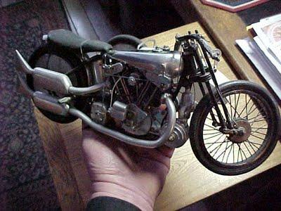 Jouets, jeux anciens et miniatures sur le monde Biker Model210