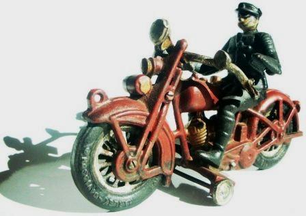Jouets, jeux anciens et miniatures sur le monde Biker - Page 2 Youk10