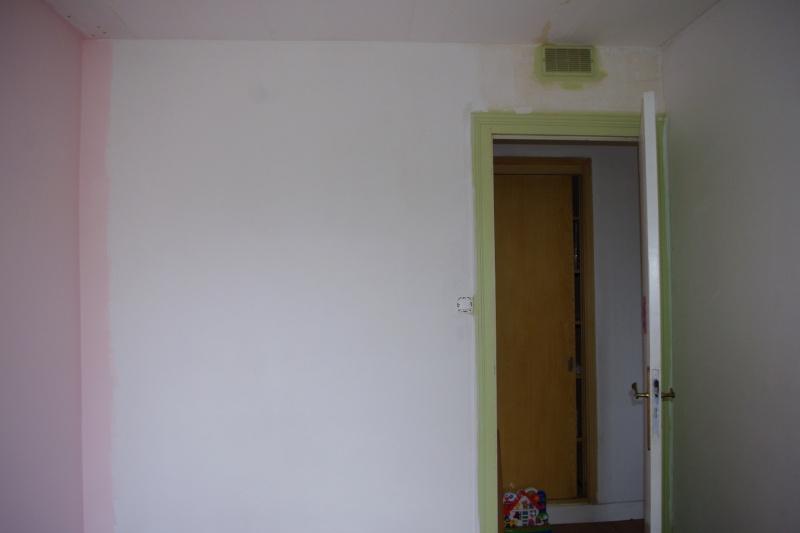 Maison à rafraîchir : La chambre de ma fille de 2 ans ? 2 murs peints, ça avance ! Page 4 - Page 3 2012_015
