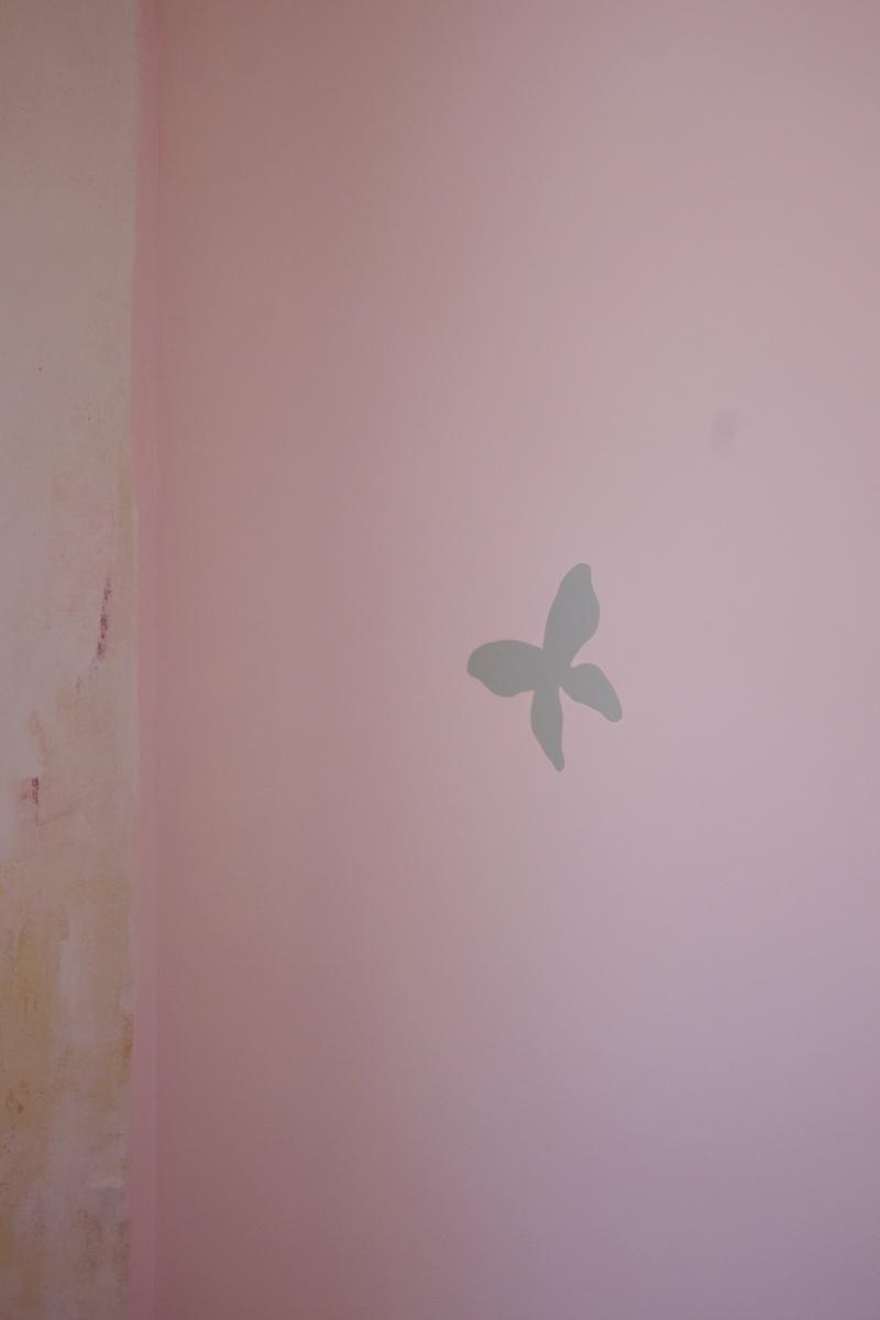 Maison à rafraîchir : La chambre de ma fille de 2 ans ? 2 murs peints, ça avance ! Page 4 - Page 4 2012_020