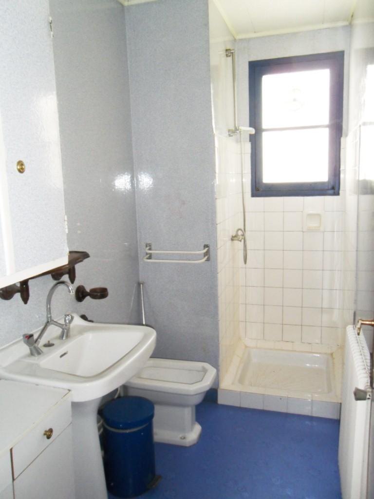 Maison en rénovation, à rafraîchir : sdb complètement refaite à neuf -1ers avant/après p.1 Salle_11