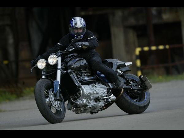 ROCKET lll RS PLATINA 600x4510