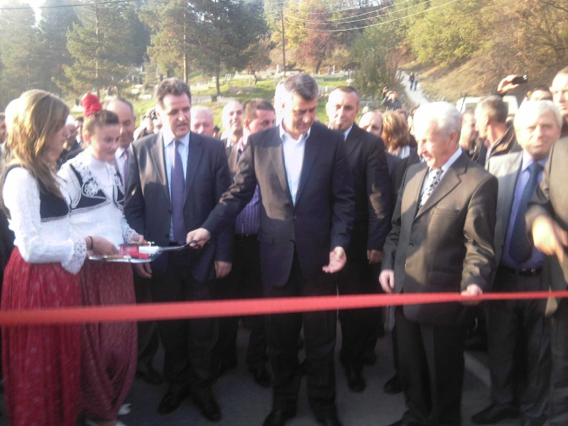 """Perurimi i rruges se re """"16 Korriku"""" ne Hoqe te Qytetit 02.11.2011 (foto) 010"""