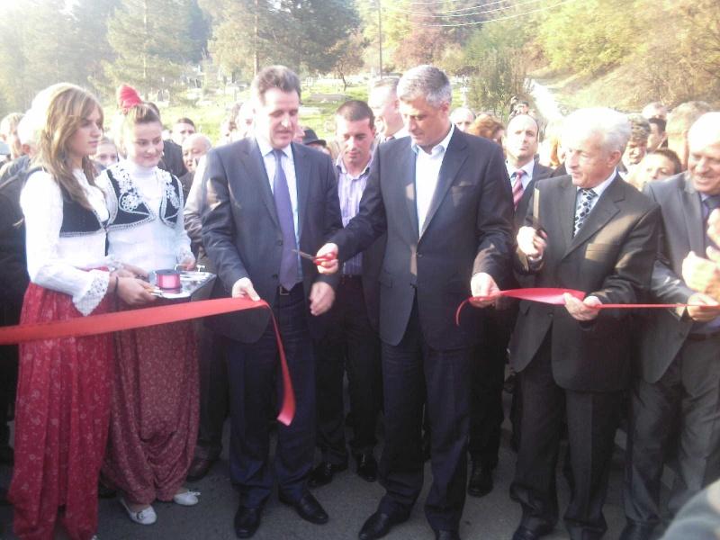 """Perurimi i rruges se re """"16 Korriku"""" ne Hoqe te Qytetit 02.11.2011 (foto) 814"""
