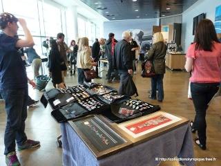 16 juin 2012, rendez-vous de collectionneurs de pin's sur les Jeux de Londres 2012 au centre commercial de Westfield Stradford City, proche du parc olympique 16juin10