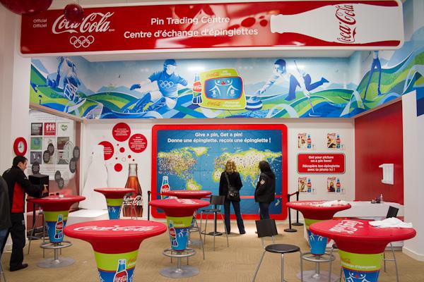 Retour sur les Centre d'Echanges de pin's COCA-COLA à Vancouver / Coca-Cola Pin Trading Center Vancouver 2010 Coke0310