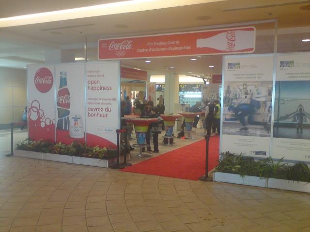 Retour sur les Centre d'Echanges de pin's COCA-COLA à Vancouver / Coca-Cola Pin Trading Center Vancouver 2010 Dsc00911
