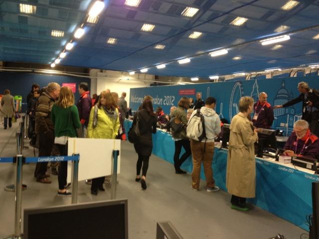 Londres 2012 - Uniformes des Volontaires Yg6cku10