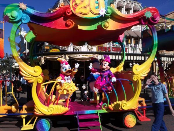 Le 20ème anniversaire de Disneyland paris  - Page 38 54567410