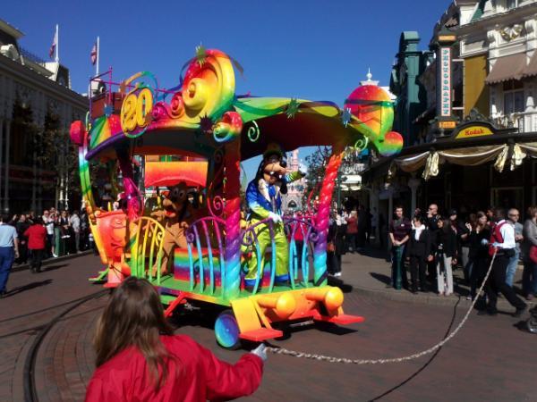 Le 20ème anniversaire de Disneyland paris  - Page 38 55853410