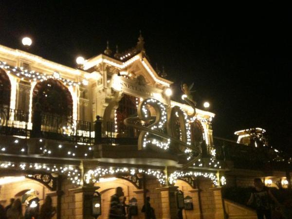 Le 20ème anniversaire de Disneyland paris  - Page 38 56140410