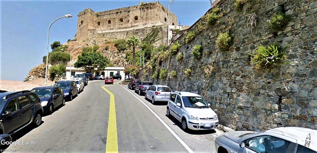 Scilla aux prises avec Charybde en Calabre , Italie !! Castel12