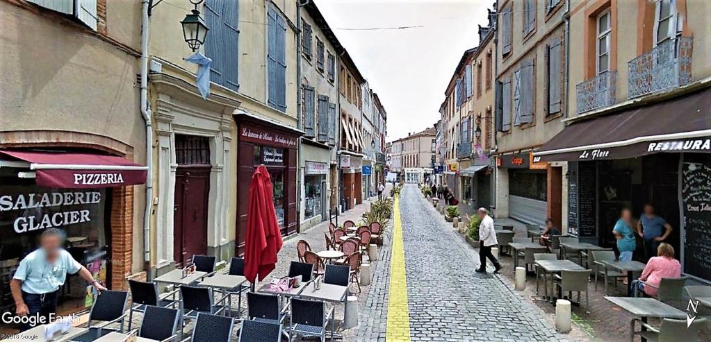 Les éclaireurs du Père Noël installent les illuminations à Moissac en France !! !! Moissa11