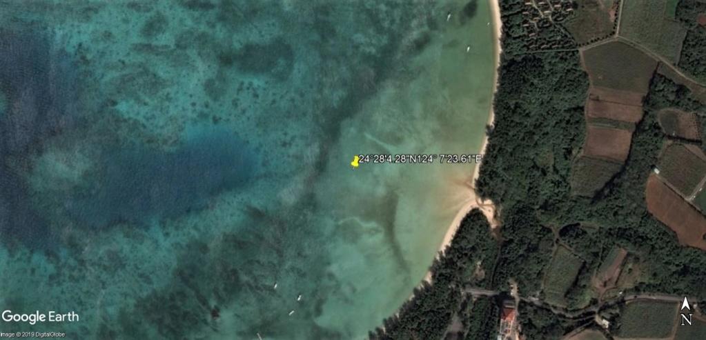 """Un """"Trekker téméraire"""" dans l'eau, seul au large de la plage de Sukuji sur l'Ile Ishigaki-Jima au Japon !! !! Plage_10"""