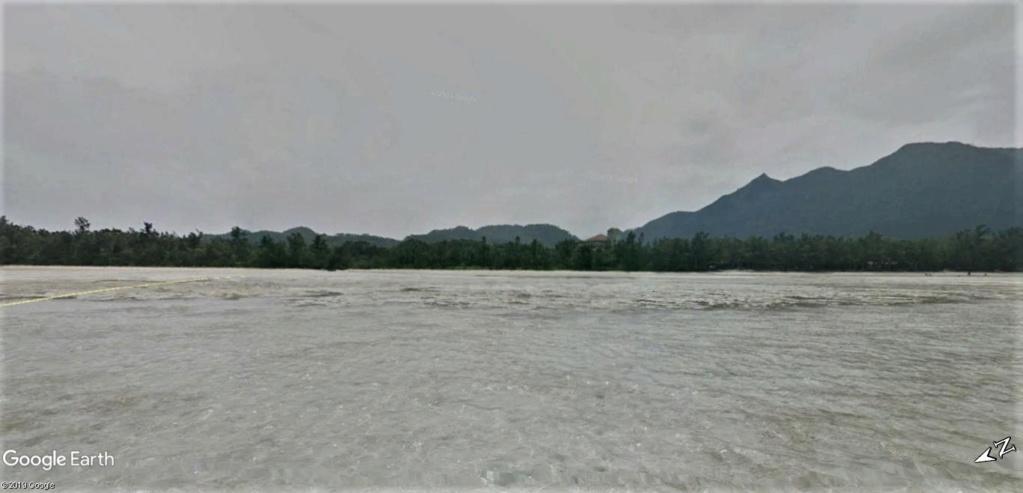 """Un """"Trekker téméraire"""" dans l'eau, seul au large de la plage de Sukuji sur l'Ile Ishigaki-Jima au Japon !! !! Plage_11"""