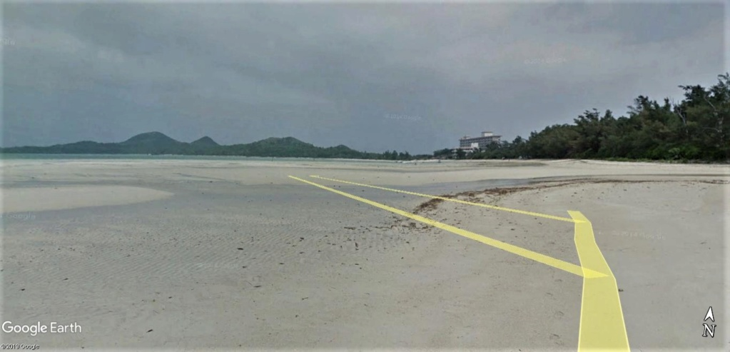 """Un """"Trekker téméraire"""" dans l'eau, seul au large de la plage de Sukuji sur l'Ile Ishigaki-Jima au Japon !! !! Plage_12"""