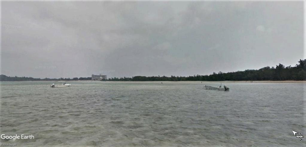 """Un """"Trekker téméraire"""" dans l'eau, seul au large de la plage de Sukuji sur l'Ile Ishigaki-Jima au Japon !! !! Plage_13"""