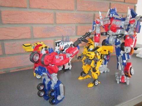 Vos montages photos Transformers ― Vos Batailles/Guerres | Humoristiques | Vos modes Stealth Force | etc - Page 3 Img_0612