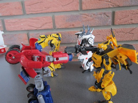 Vos montages photos Transformers ― Vos Batailles/Guerres | Humoristiques | Vos modes Stealth Force | etc - Page 3 Img_0616