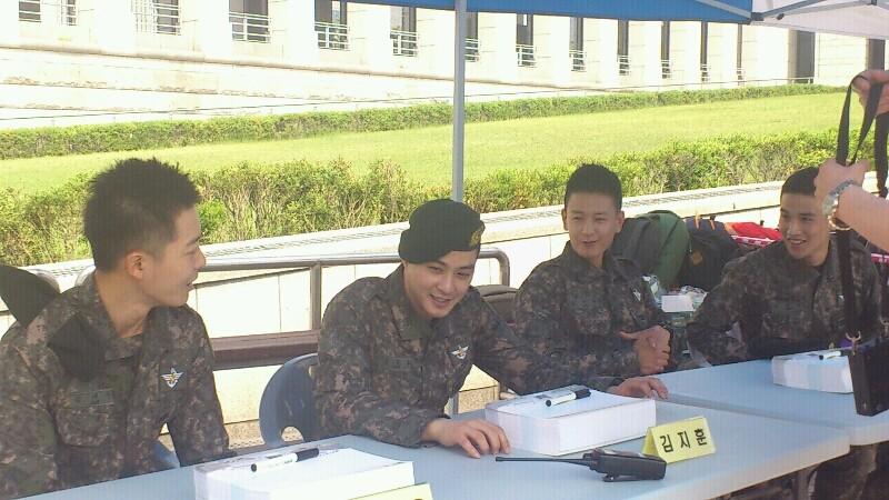 In the military - Tin tức về anh Hwan trong thời gian nhập ngũ C8177f10