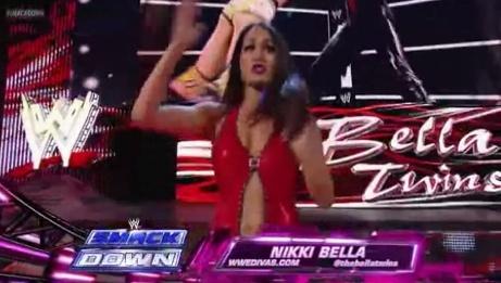 Nikki Bella entrance Segmen18