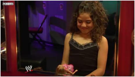 Segment Rey offre un cadeau à sa fille. Wefrtv11