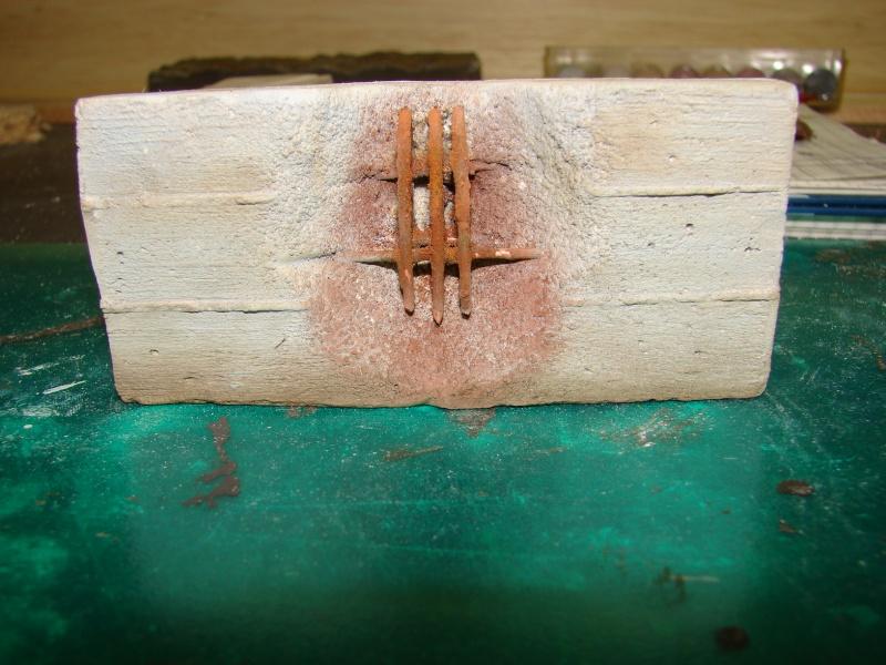 Betonmauer mit Schalungsoptik und Armierungseisen Dsc04444