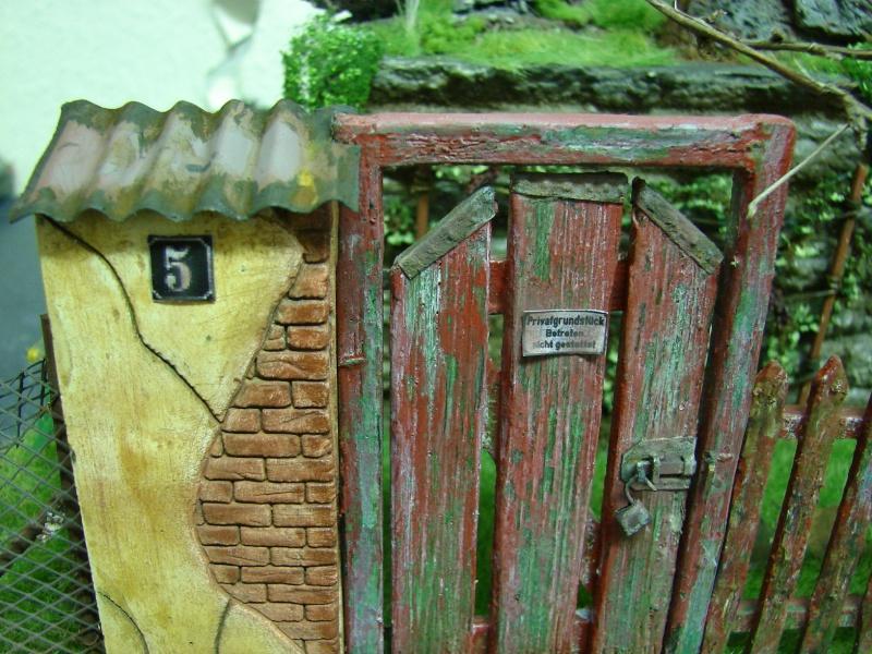 Alter verlassener Vorgarten mit großer Stützmauer - Seite 2 Dsc04723