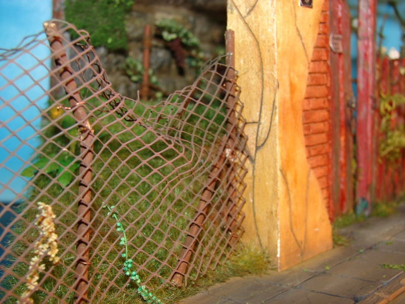 Vorgarten mit altem Zaun und Stützmauer Dsc04911