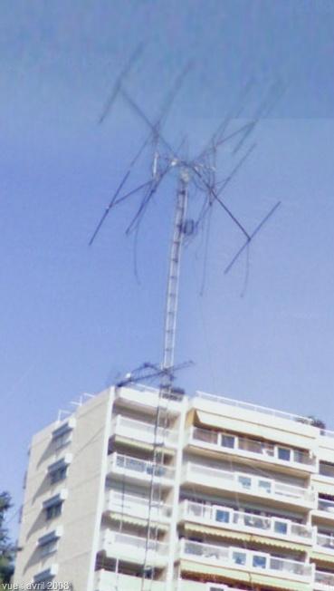 2010: le 12/12 à 11h30 - RR1 - Diurne - Engin forme changeante - Nice (06)  - Page 10 Antenn11
